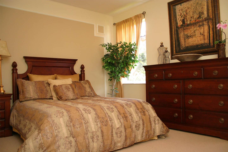 escada-isles-bedroom