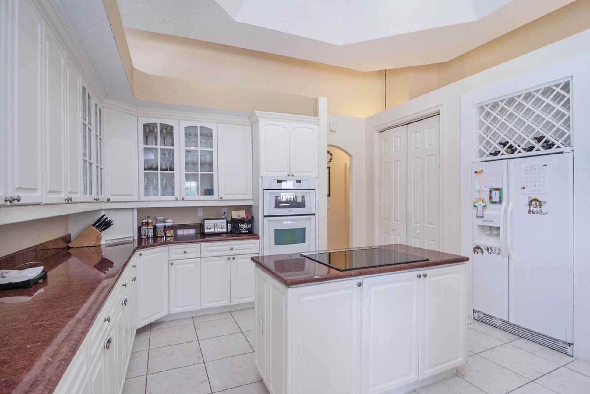 9900-the-falls-kitchen